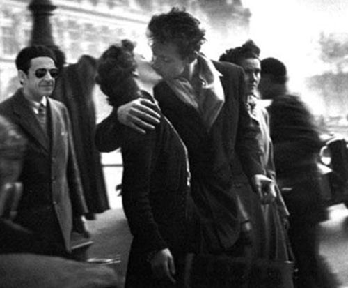Sarkozy il bacio