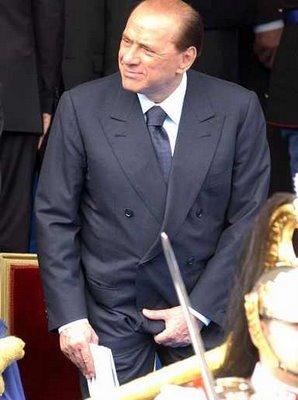 Berlusconi si tocca
